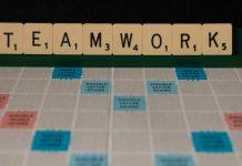 """17 คำคมสร้างแรงบันดาลใจ ที่บอกเล่าถึงคุณค่าของ """"การทำงานเป็นทีม"""""""